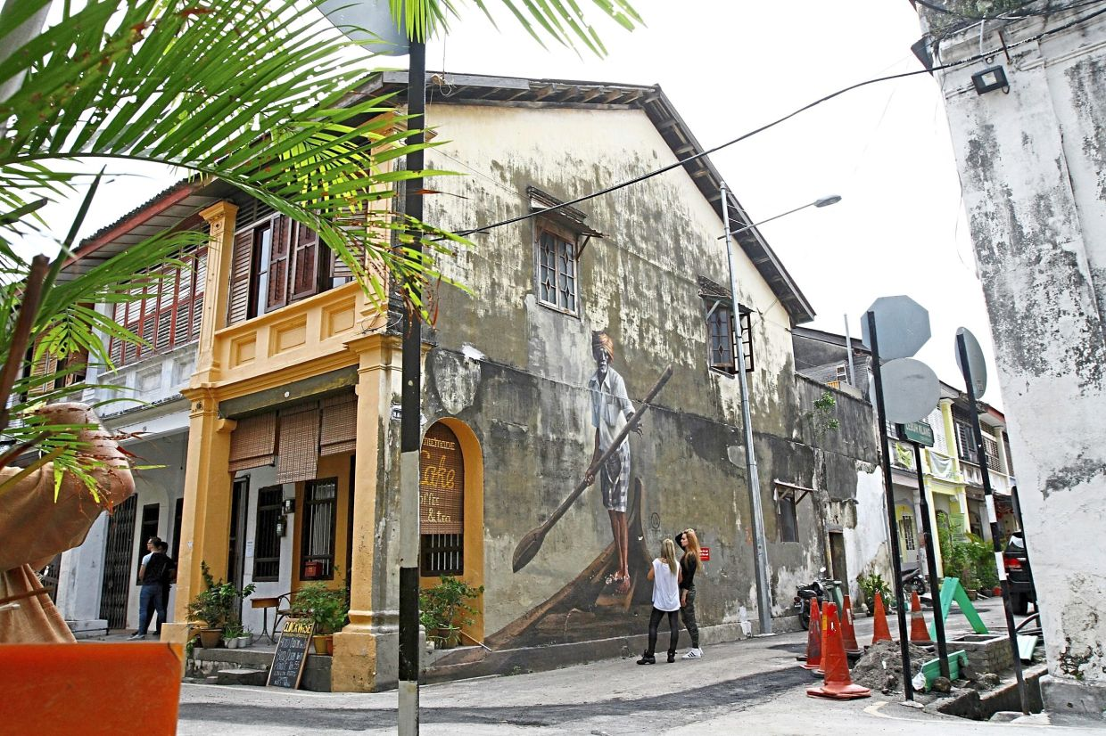 Volchkova's Indian boatman mural in George Town. – Filepic