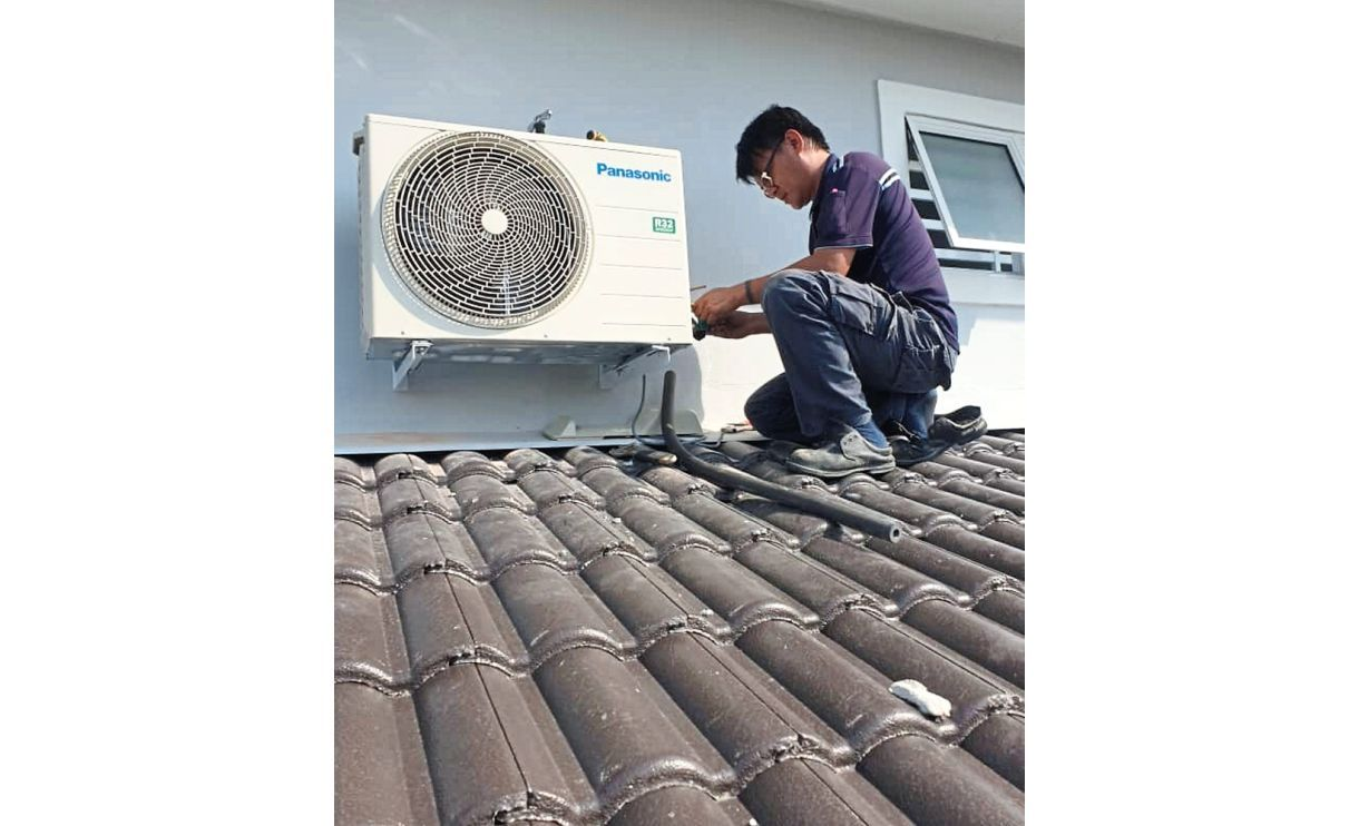 Do-gooder charges needy RM1 for servicing air-conds