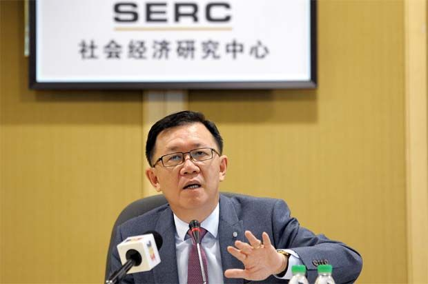 Socio-Economic Research Centre executive director Lee Heng Guie (pic) cautioned that the first quarter of this year is expected to have a sluggish quarterly growth, adding that the national immunisation programme is key to lift the sustained revival of consumer sentiment.