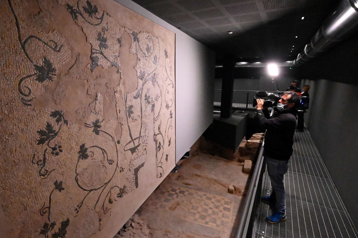 Archaeologists found a series of large rooms decorated with sumptuous mosaics and traces of frescoes as well as objects from everyday Roman life such as fragments of bowls and amphorae, a hammer, kitchen ladles, sewing needles and oil lamps, as well as the remains of a stone tower dating from the sixth century BC. Photo: AFP