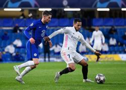 Soccer-Hazard apologises for laughing with Chelsea players after Real defeat