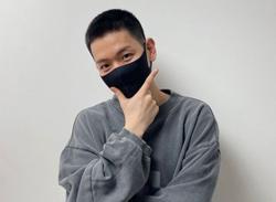 EXOs Baekhyun bids temporary farewell to start military service