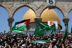 Thousands pack Al-Aqsa Mosque, protest Palestinian evictions in Jerusalem