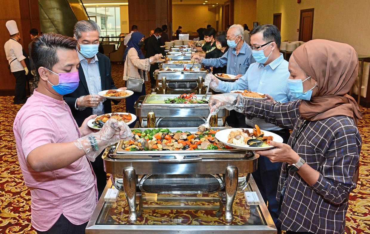 Guests helping themselves to the scrumptious buffet prepared by the hotel for buka puasa.