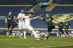 Soccer-Spurs top-four bid hit by loss at Leeds