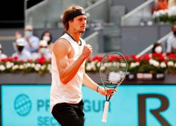 Tennis-Zverev puts on Madrid masterclass to book Berrettini clash in final