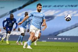 Soccer-Man City's Aguero apologises for penalty miss after Chelsea defeat