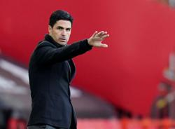 Soccer-Under-fire Arteta says Arsenal squad needs changes