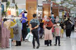 Businesses enjoy brisk Raya sales during MCO in JB, smaller crowds do last-minute shopping