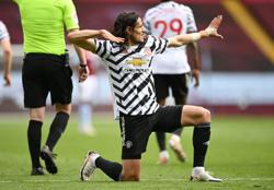 Soccer-Man United fight back for 3-1 win at Aston Villa