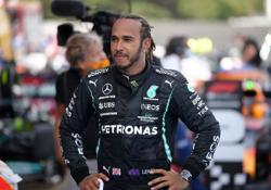 Motor racing-Hamilton hunts down 'sitting duck' Verstappen