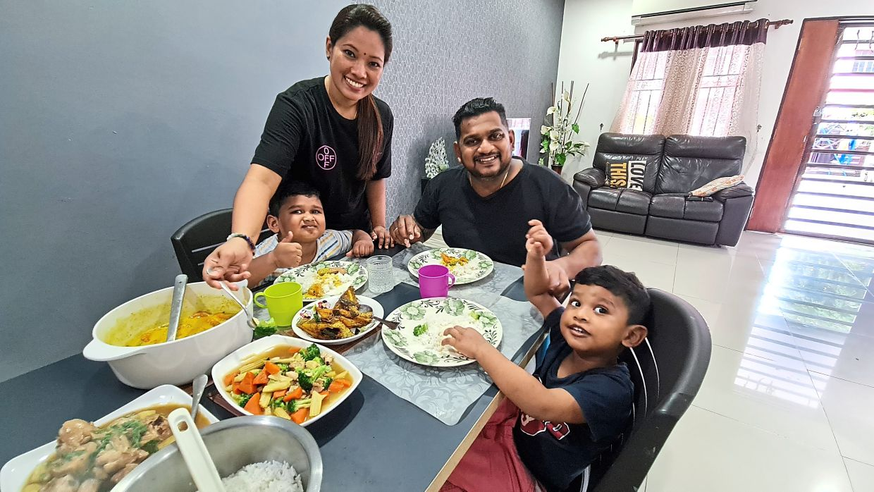 Shamini always cooks a wide variety of dishes for her family, as her kids are picky eaters and she wants them to enjoy their food. (From left) Suvharn, Shamini, Theeban and Pavhaarn. — SHAMINI KRISHNAN