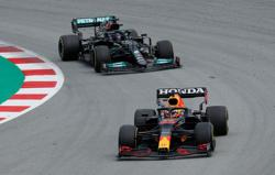 Motor racing-Deja vu for Red Bull as Hamilton reels in Verstappen again