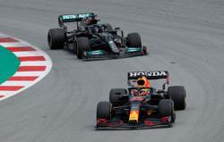 Motor racing-Deja vu for Red Bull as Hamilton reels in Verstappen again
