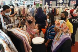 Indonesian consumers show growing confidence for first time in a year, says its central bank