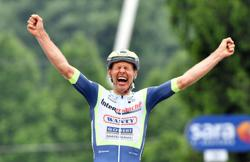 Cycling-Dutchman Van der Hoorn takes surprise third-stage Giro win