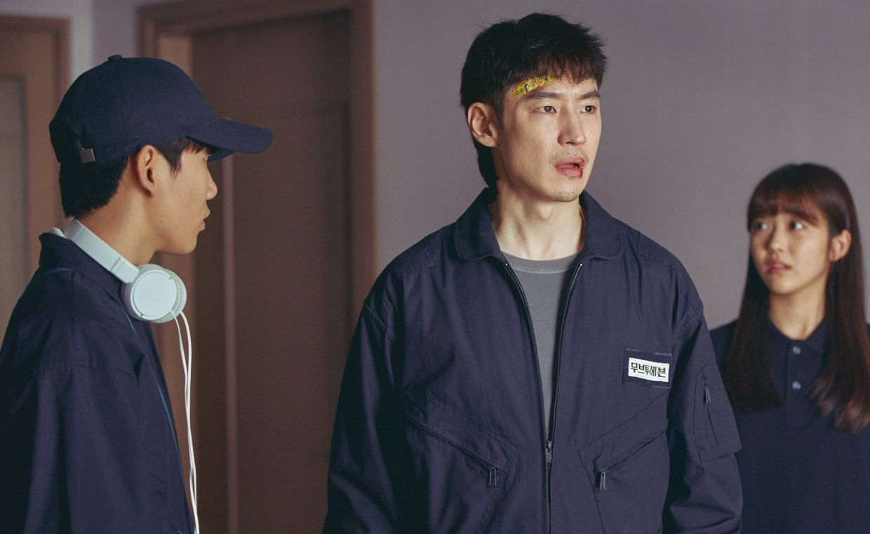 Lee Je-hoon (centre) in a scene with Tang Jun-sang (left) in 'Move To Heaven'.