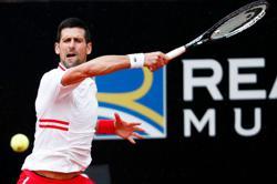 Tennis-Djokovic fumes at umpire in rain-affected Rome opener