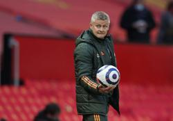 Soccer-Solskjaer says Man United need additions to challenge Man City