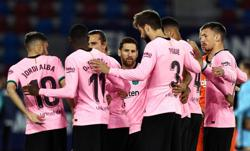 Soccer-Barca squander lead twice to draw at Levante as title bid fades