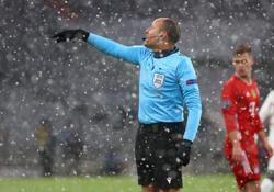 Soccer-Spaniard Mateu Lahoz to referee Champions League final