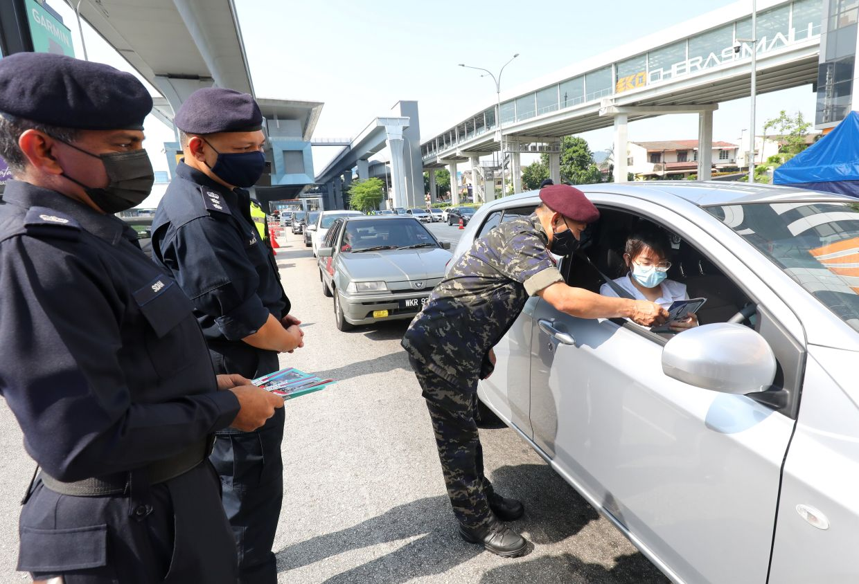 Police focus on Covid-19 SOP compliance on first day of Raya