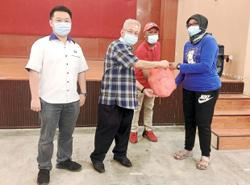Food donation for 500 residents of flats in Ipoh