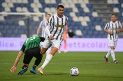 Soccer-Ronaldo reaches 100 goals for Juve in vital win at Sassuolo