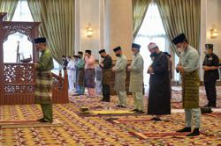 King, Queen perform Hari Raya Aidilfitri prayers with Istana Negara staff