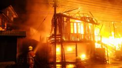 Fire razes six double-storey wooden houses in Sibu, 20 left homeless