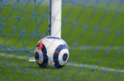 Soccer-Premier League clubs renew UK TV deals, skip auction