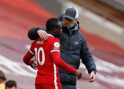 Soccer-Klopp keeps cool over Mane's 'high five' snub