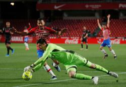 Soccer-Courtois calls for Real focus in title race