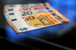 Euro zone growth outlook still modest, inflation to lag US