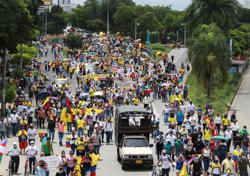 Soccer-Colombian players call for league halt due to protests