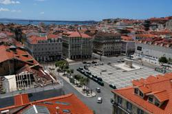 Portugal leaves UK tourists on tenterhooks over travel