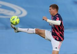 Soccer-Real Madrid's Kroos isolating after COVID-19 contact