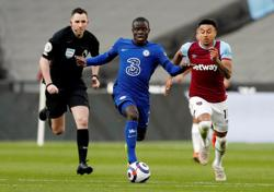 Soccer-Fit-again Kante, Kovacic boost Chelsea ahead of Leicester final