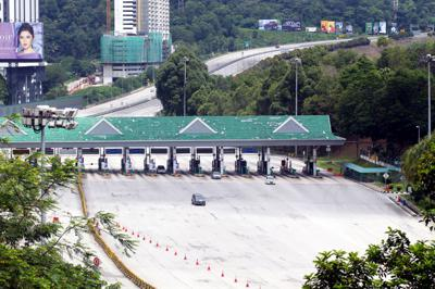 Traffic situation at Duta toll on the second day of Hari Raya. MCO 3.0 disallowed interstate travel without proper documents.  ART CHEN/The Star