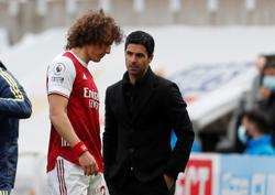 Soccer-Luiz to leave Arsenal at end of season - reports