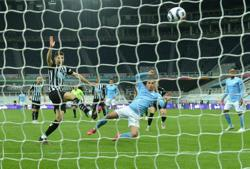 Soccer-Torres hat-trick as record-breaking Man City beat Newcastle