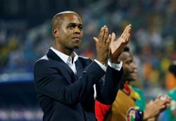 Soccer-Kluivert steps in for Hiddink as Curacao coach