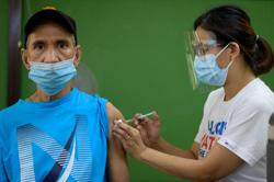 Philippines reports more Indian virus variant, extends travel ban