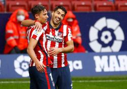 Soccer-Simeone urges Suarez to come out of slump and fire Atletico to title