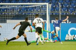 Soccer-Eintracht's Champions League hopes all but dashed with loss at Schalke