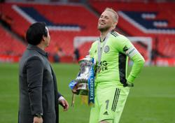Soccer-Leicester's FA Cup win is what dreams are made of, says Schmeichel