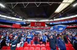 Soccer-Fans roar back at Wembley for Leicester triumph