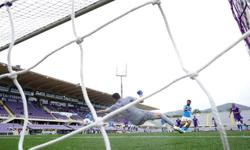 Soccer-Napoli tighten grip on top-four spot with Fiorentina win