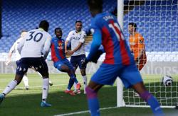 Soccer-Palace strike late to sink Villa 3-2 in thrilling clash