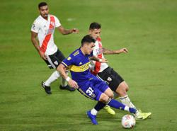 Soccer-Superb fifth-choice keeper can't save COVID-hit River Plate